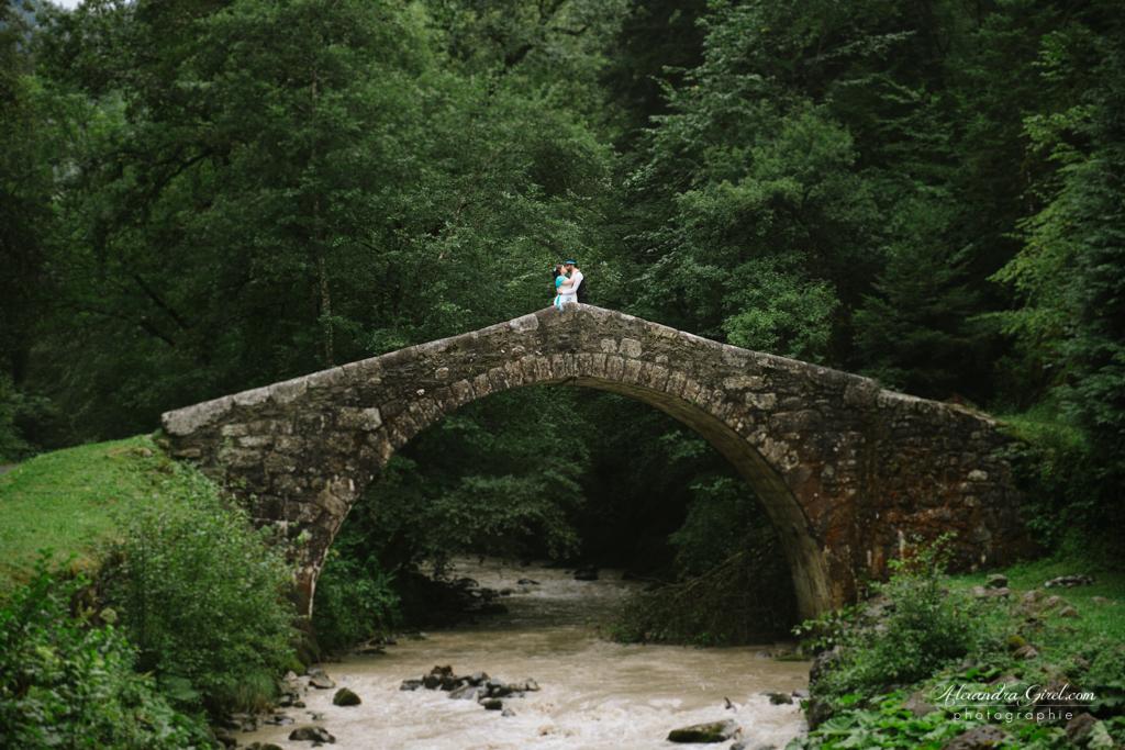 Pont romain pour photos de couple mariage
