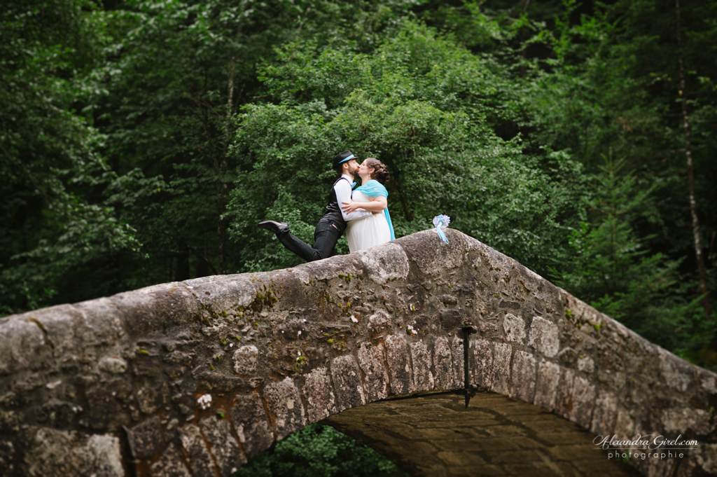 Jeunes mariés séance photos de couple pont romain