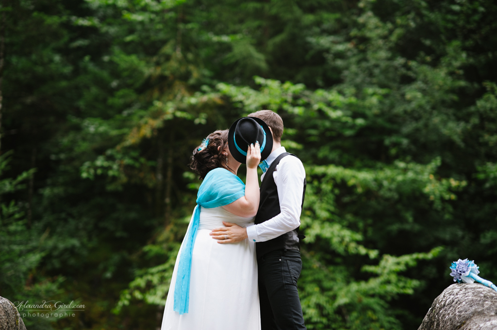 Mon mariage turquoise et baby bump :  nos photos de couple en forêt et les animations du vin d'honneur