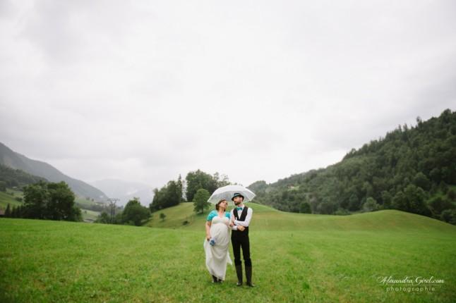 jeunes mariés sous la pluie photos de couple