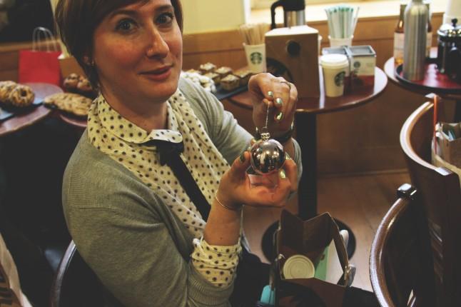 Animation mariage Starbucks boules de Noël