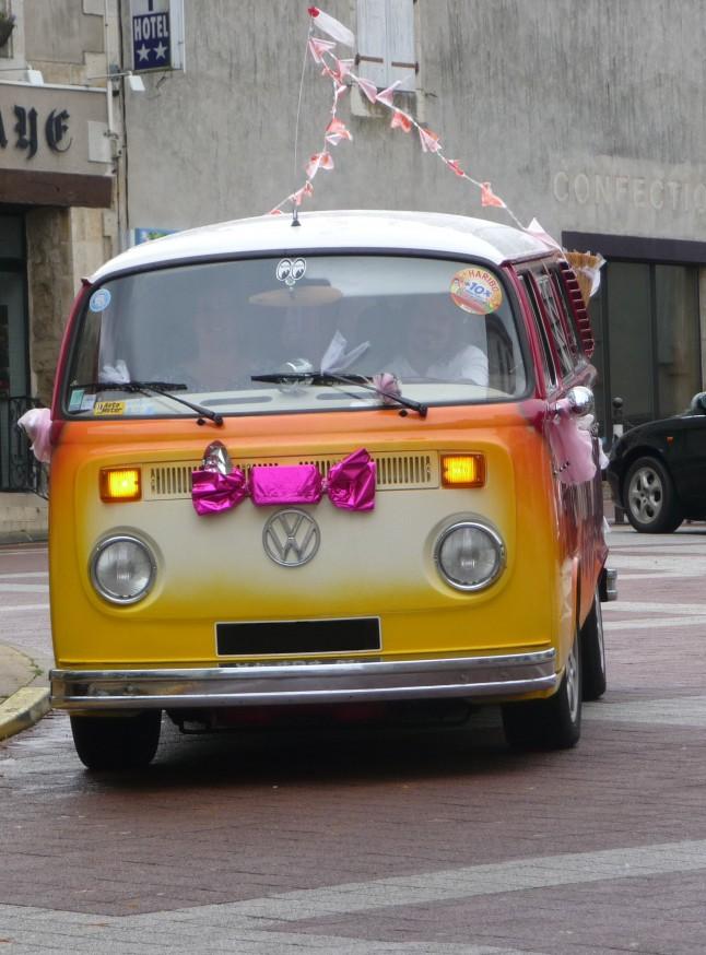 Combi voiture-balai de mariage