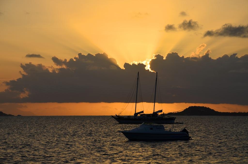 Vue de l'hôtel coucher de soleil voyage de noce aux Seychelles