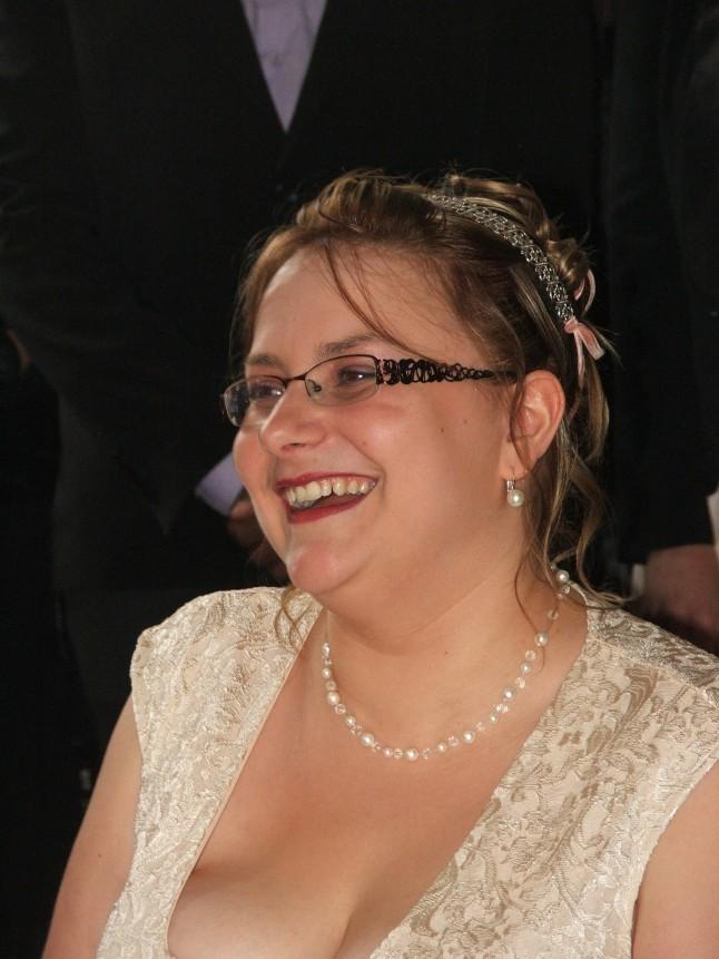 Jeune mariée heureuse