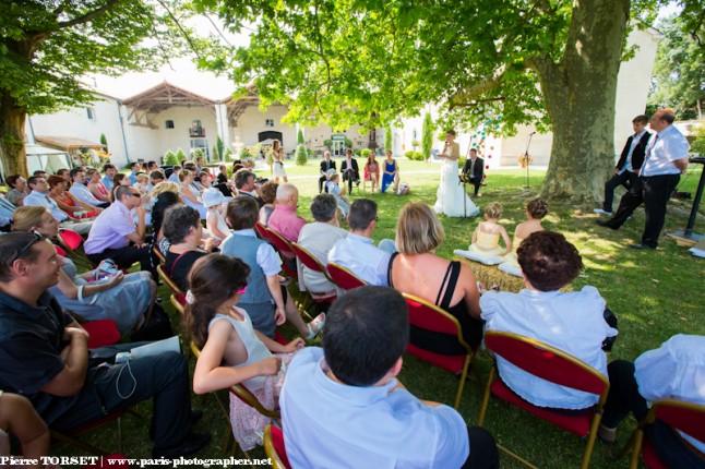 cérémonie laïque extérieur assemblée des invités