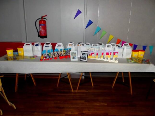 Mariage thème enfance table cadeaux d'invités