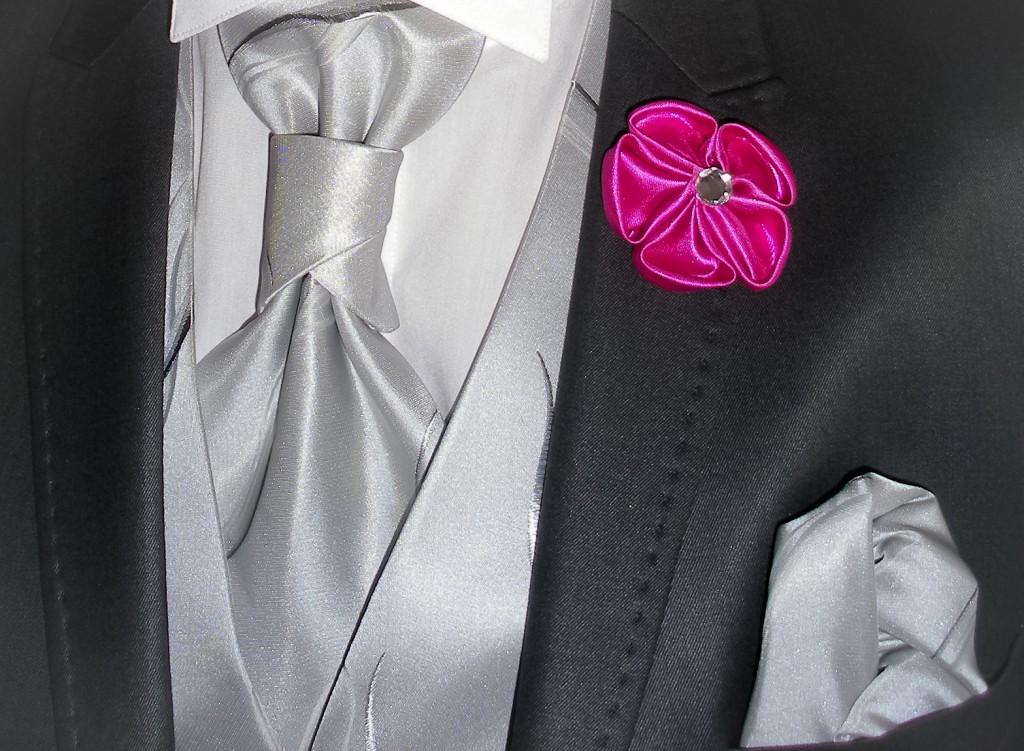 boutonnière marié fleur en tissu rose DIY