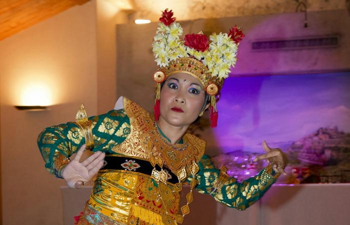 Le mariage en rouge et blanc de Madame Jakarta, un hommage à l'Indonésie !