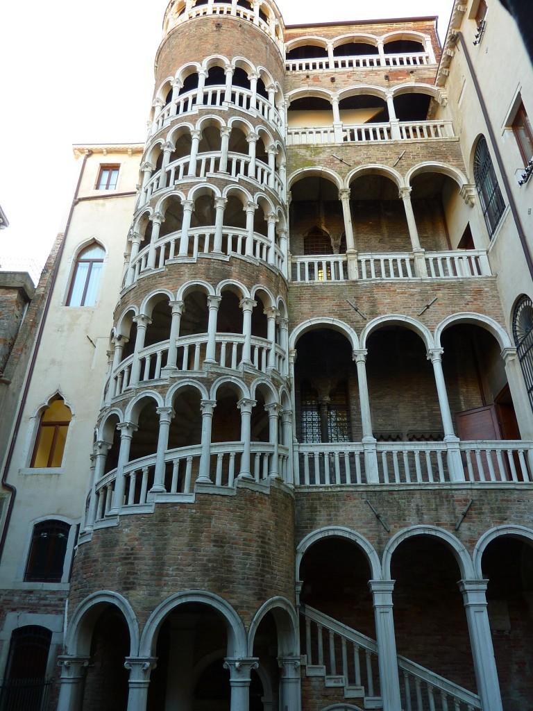 Venise visite thème de l'amour escalier du Bovolo