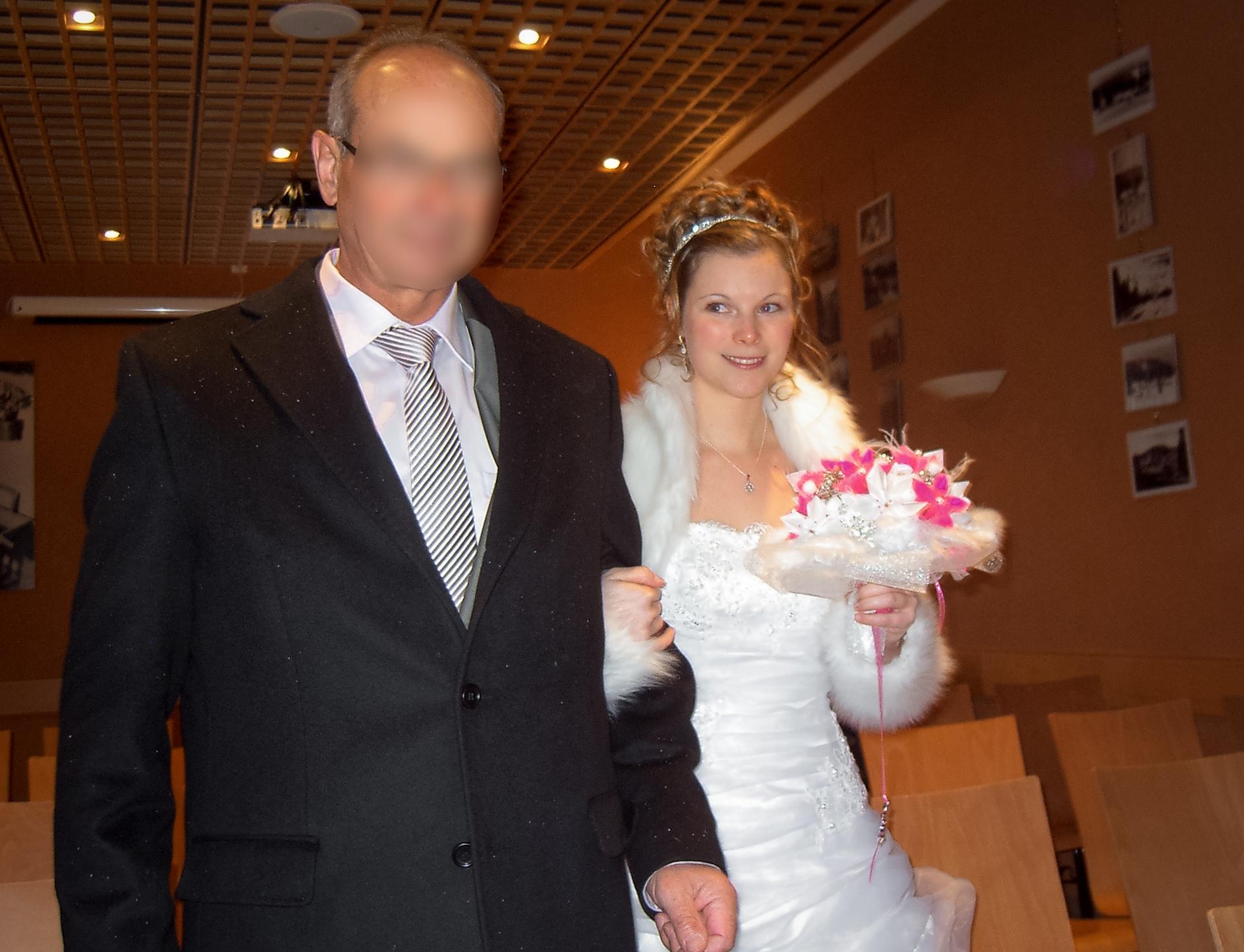 Mon mariage enneigé : l'entrée à la mairie avec mon papa