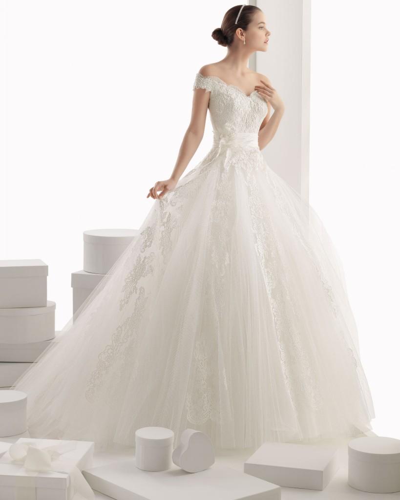 http://www.rosaclara.es/fr/vestido/8/139-CARMINA-1515.html