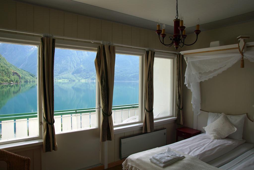 chambre avec vue sur le lac hôtel Hjelle en Norvège