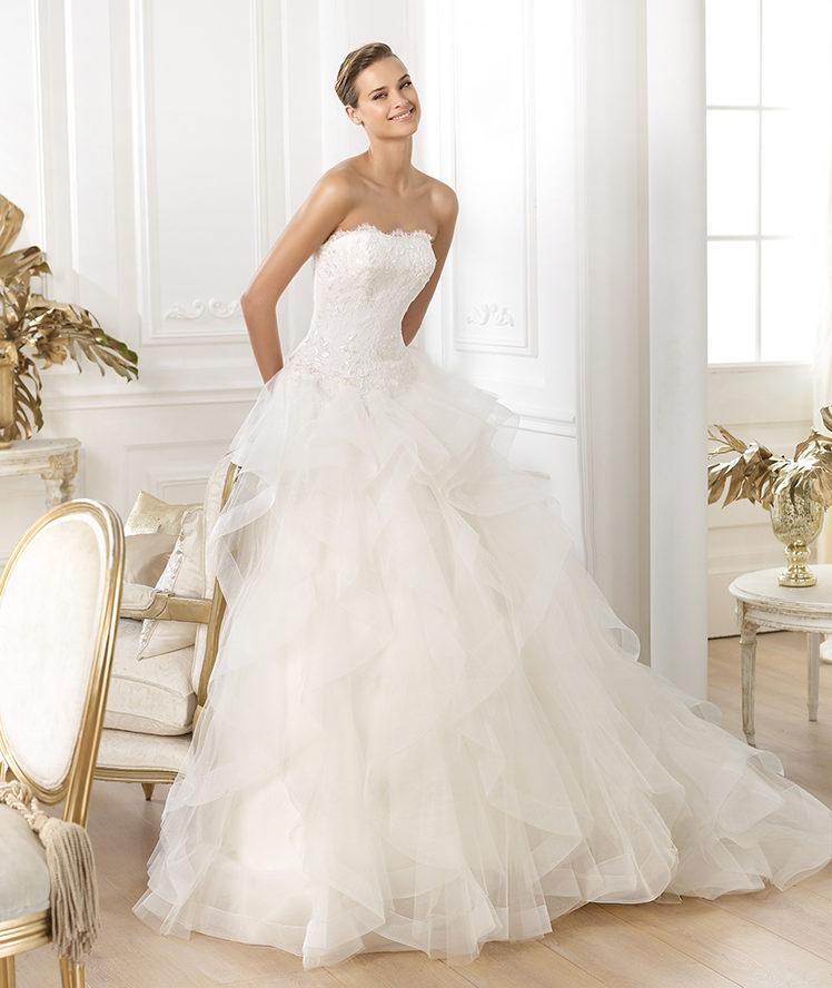 essayages pronovias Journée premiers essayages - (avec les filles - lana, aitana, chloé) pronovias paris saint honore bridal shop paris, france.