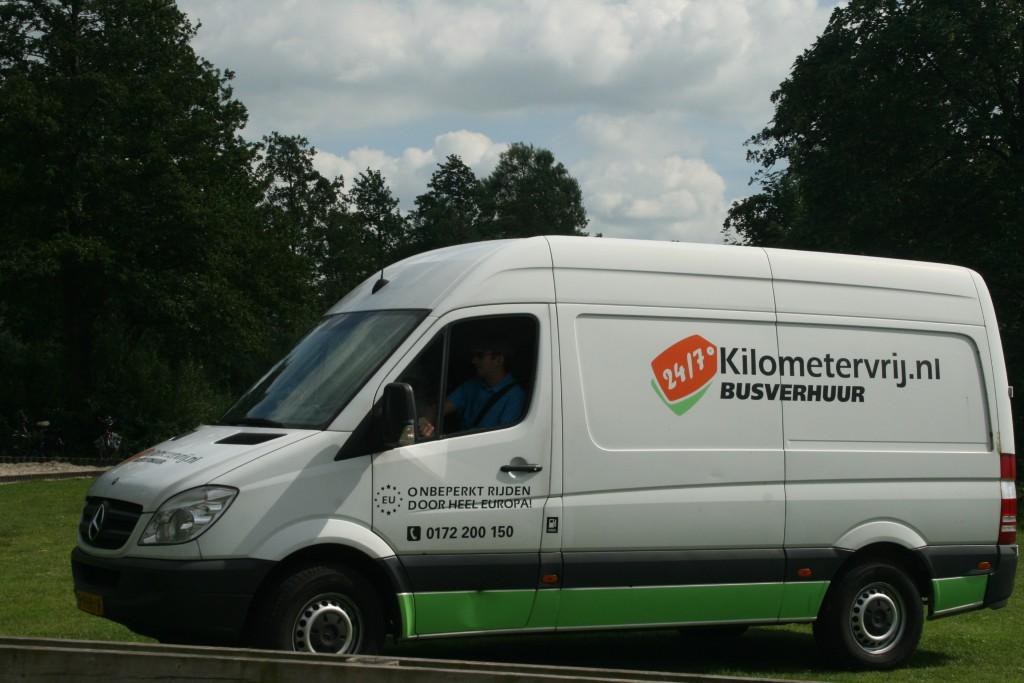 une camionnette pour transporter tout ce dont on a besoin pour le mariage