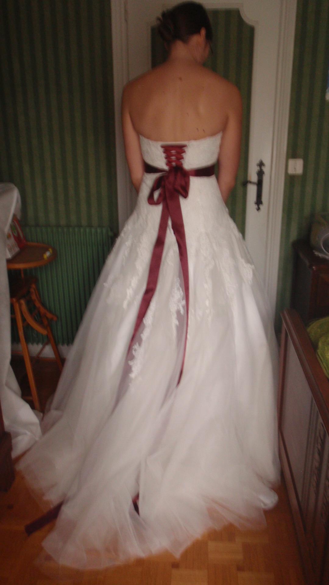 robe avec ceinture de couleur derrière