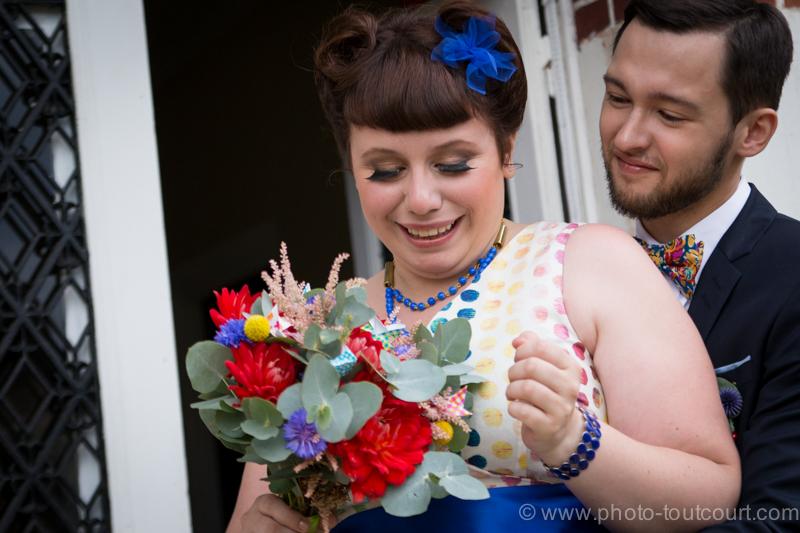 Mon mariage coloré avec le sourire : les retrouvailles et le départ pour la mairie