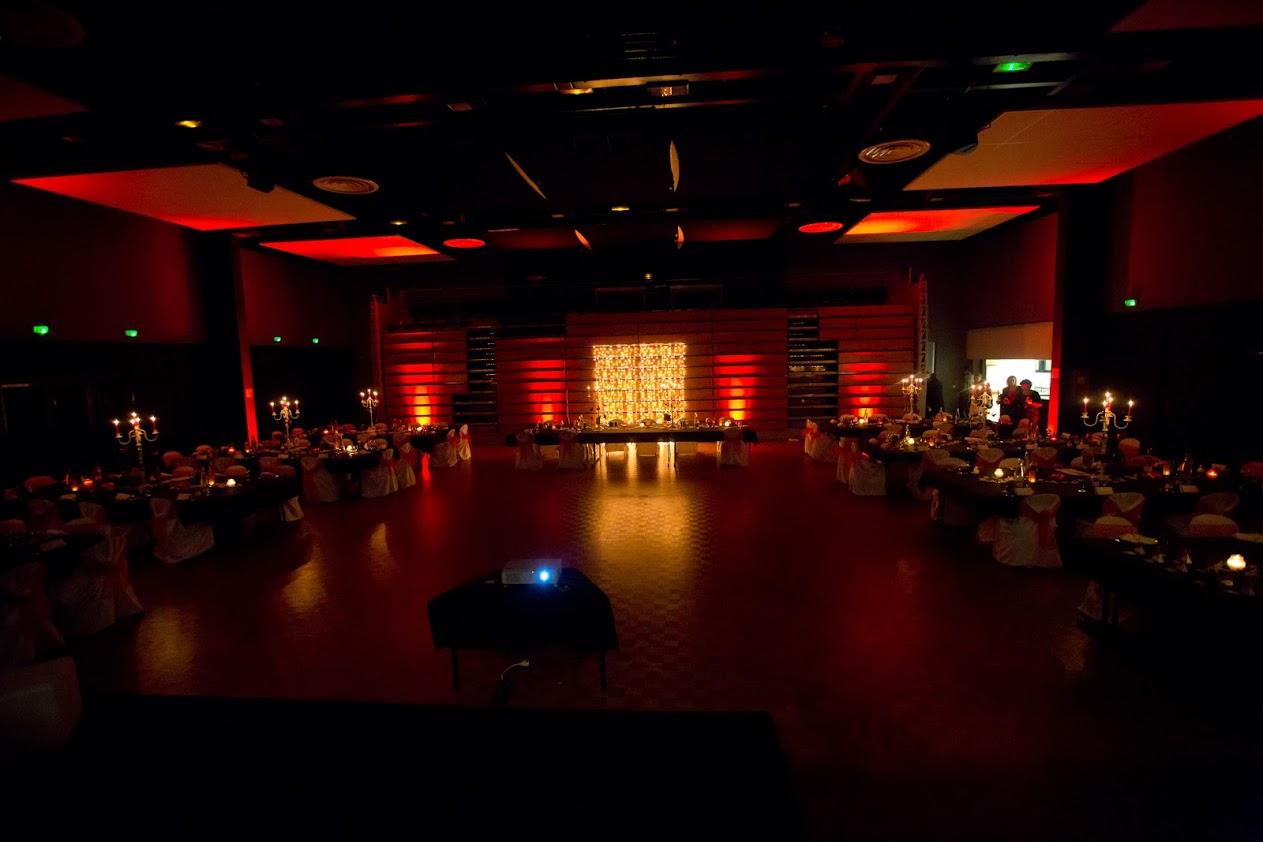 Mon mariage geek automnal : la décoration de la salle et l'entrée des mariés