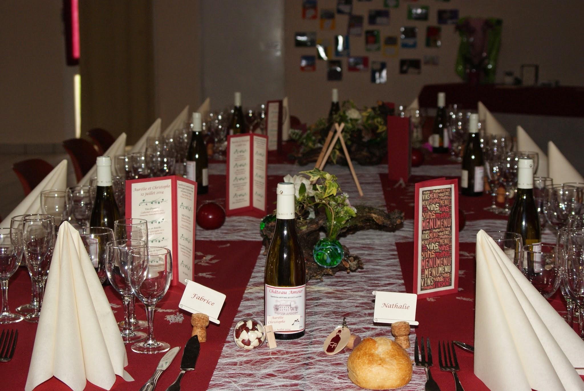 le mariage d 39 aur lie sur le th me du vin et de la vigne avec des couleurs bordeaux et ivoire. Black Bedroom Furniture Sets. Home Design Ideas