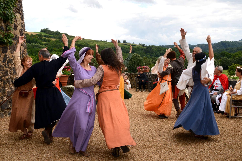 Mon mariage médiéval : le vin d'honneur et la soirée. On mange, on boit, on danse…