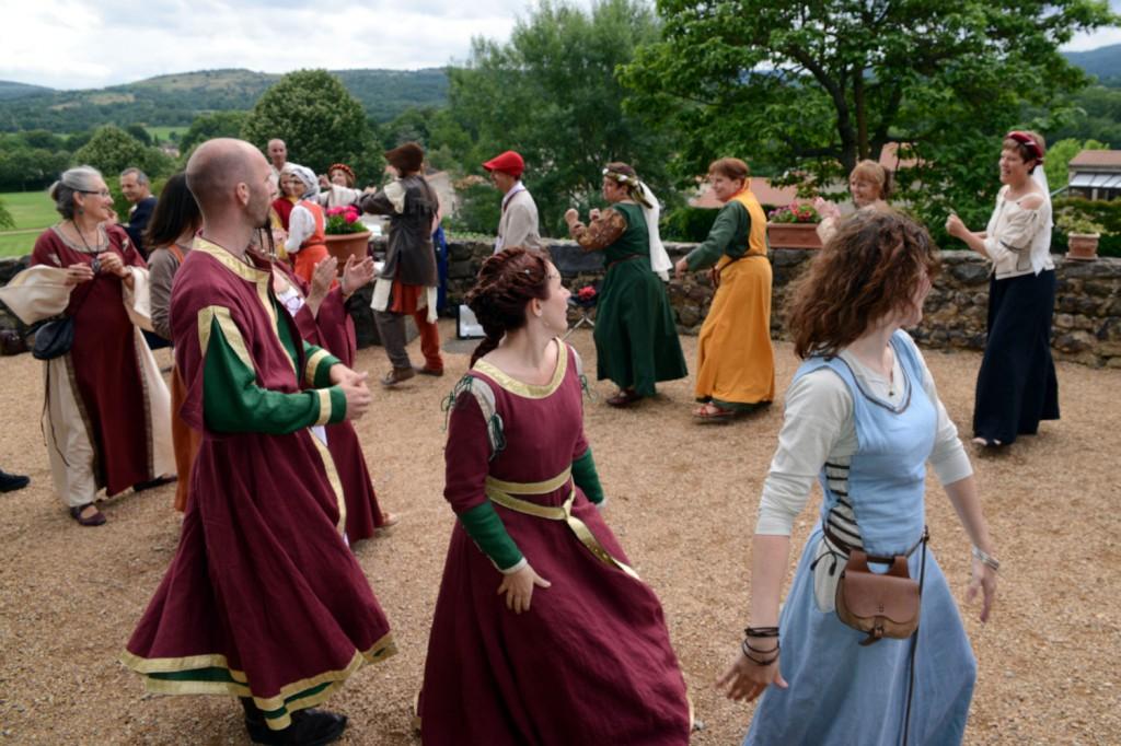 Les mariés dansent