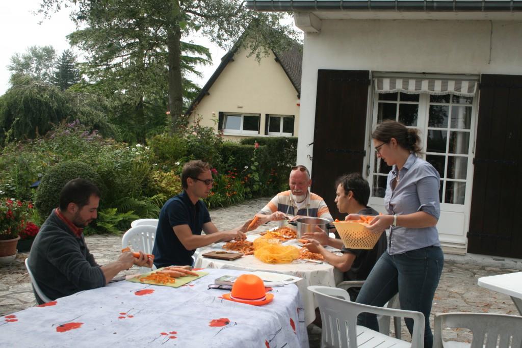éplucher des carottes pour un mariage !