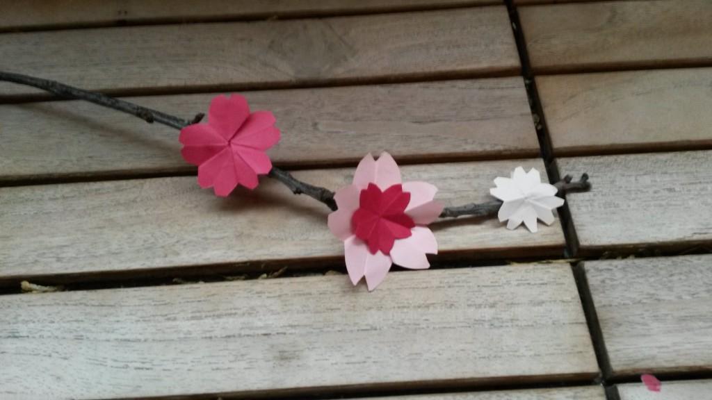 Ma décoration d'inspiration Japon - Partie 3 : tutoriel pour des fleurs de sakura en origami