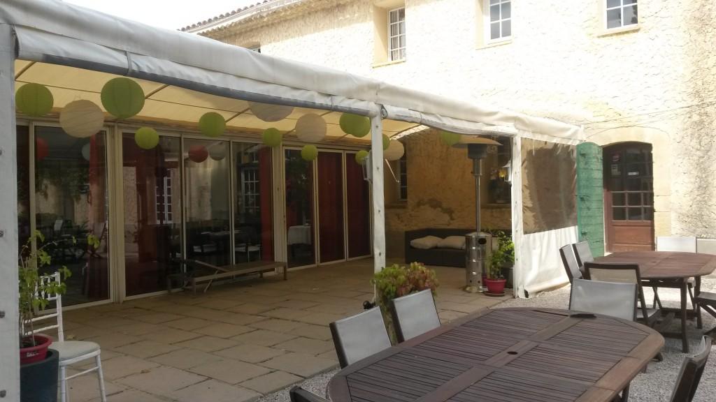 Hostellerie de la Bastide - salle pour les cocktails en cas de pluie
