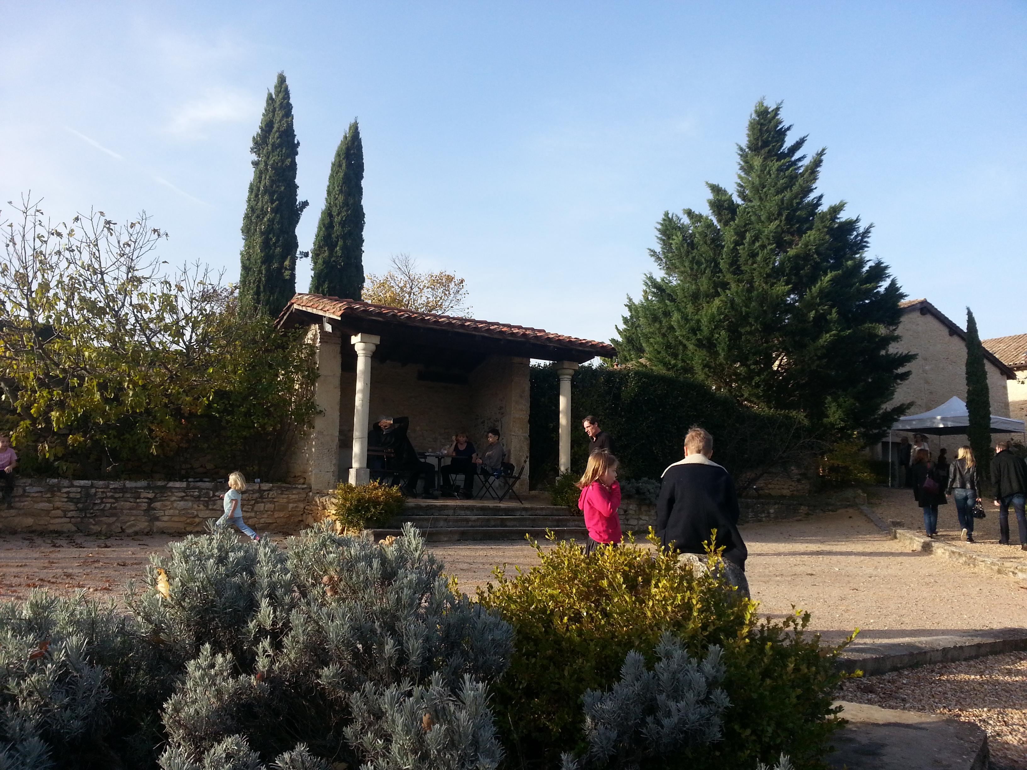À la recherche de la salle parfaite dans les villages des Pierres Dorées !