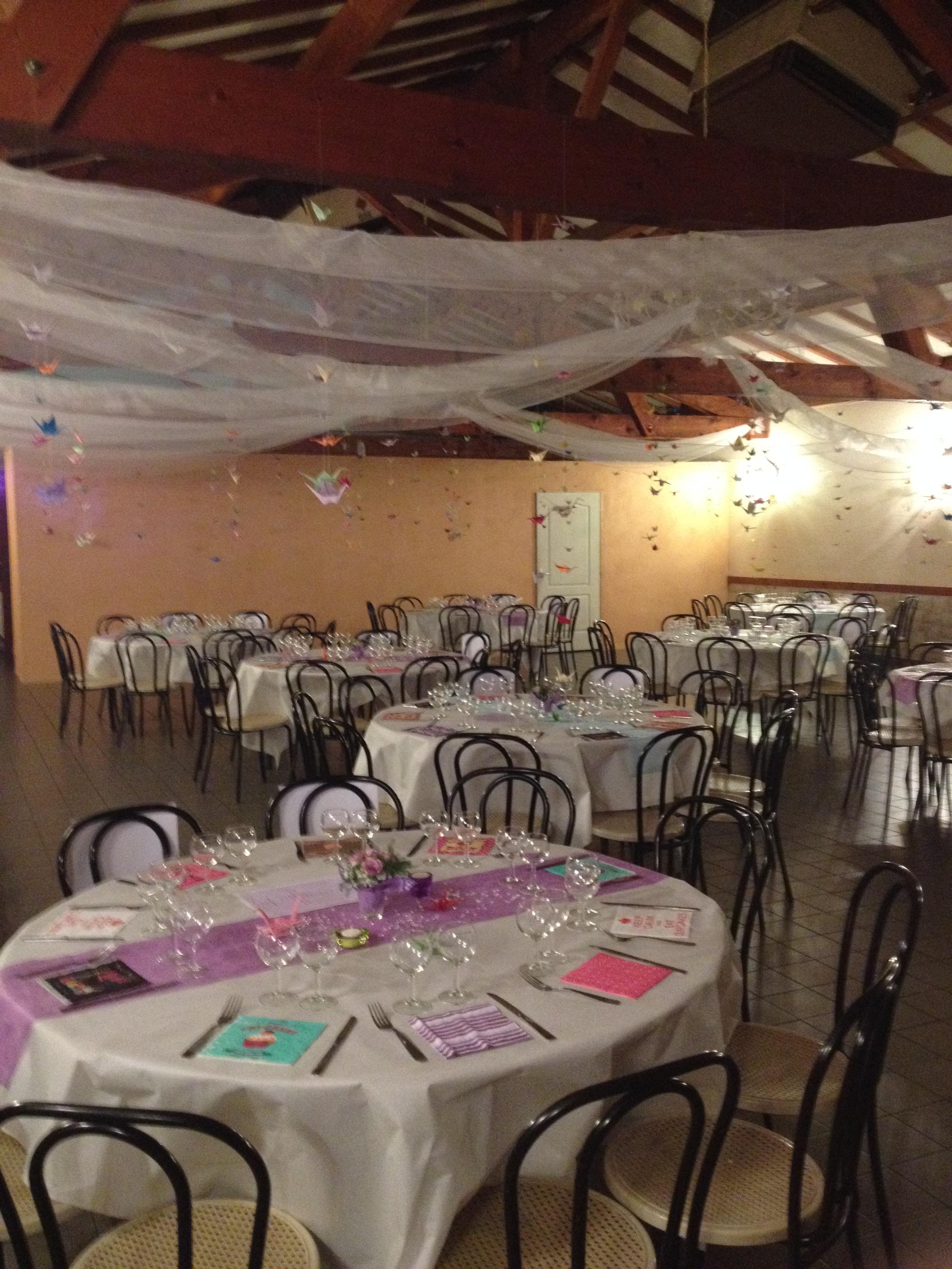 Mon mariage geek et coloré : l'installation de la salle et de nos 1000 grues en origami