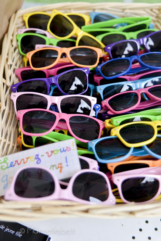 offrir des lunettes de soleil  à un mariage