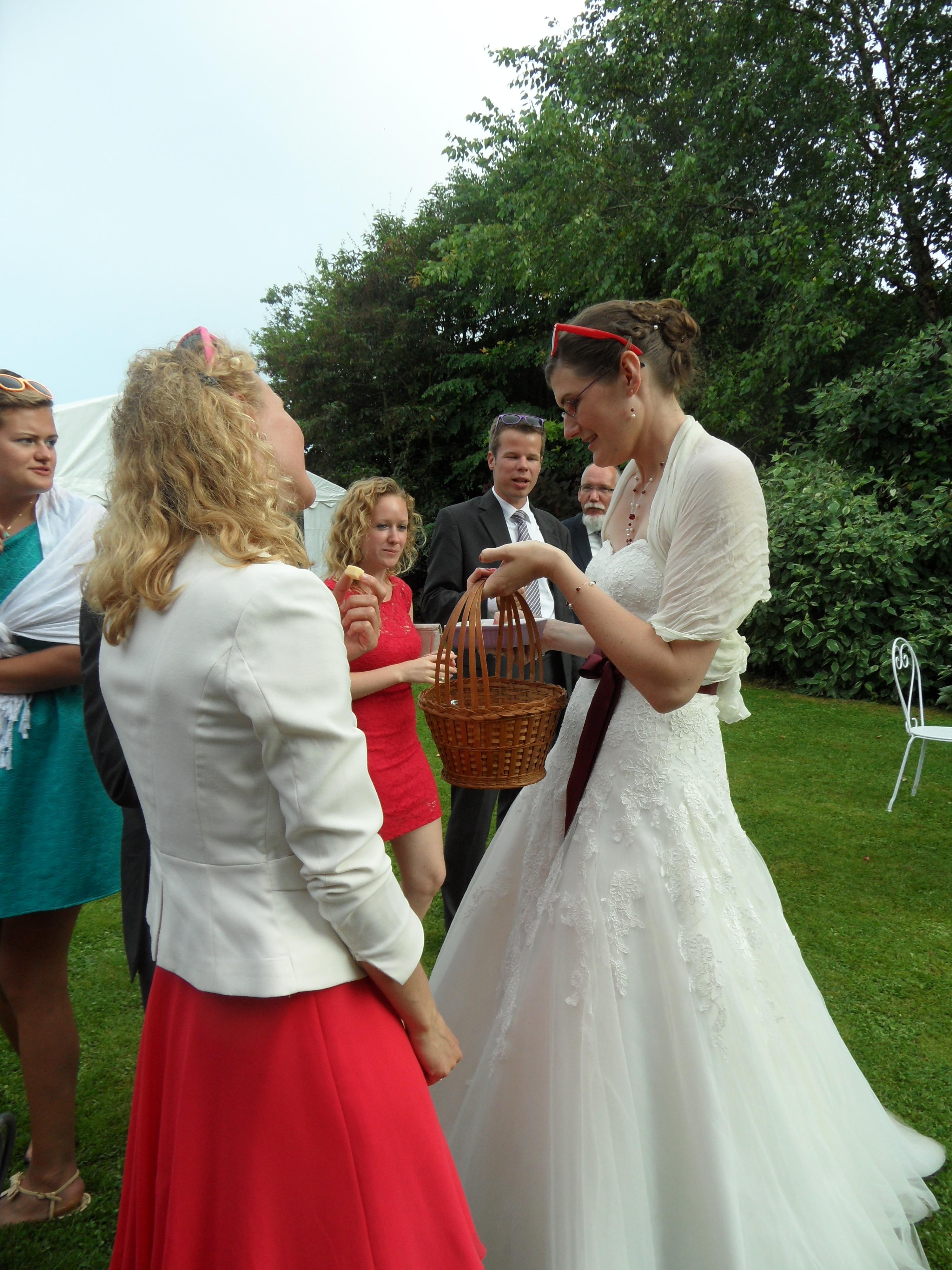la mariée fait le service
