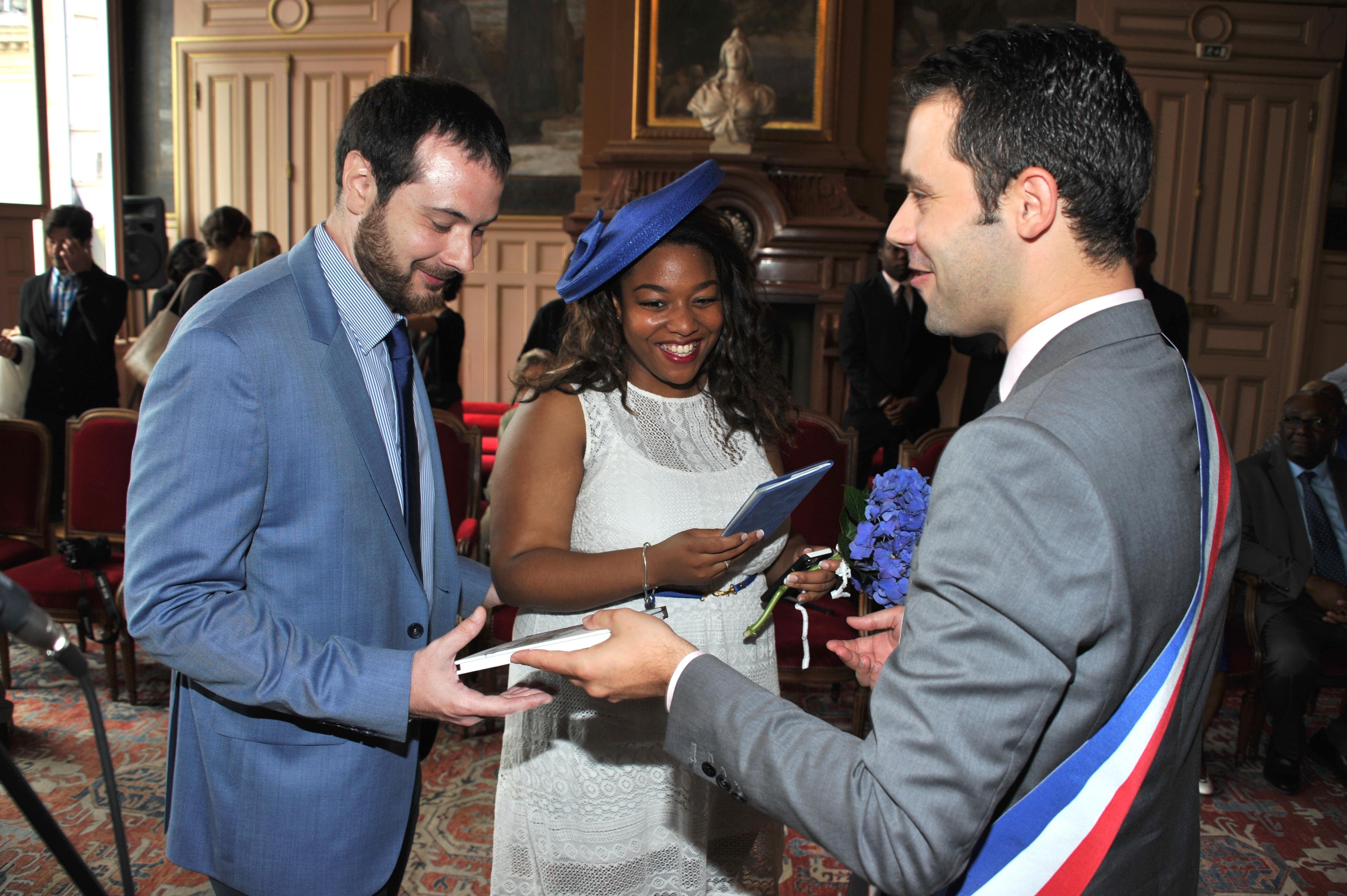 Mon mariage civil improviséen blanc et bleu: la cérémonie