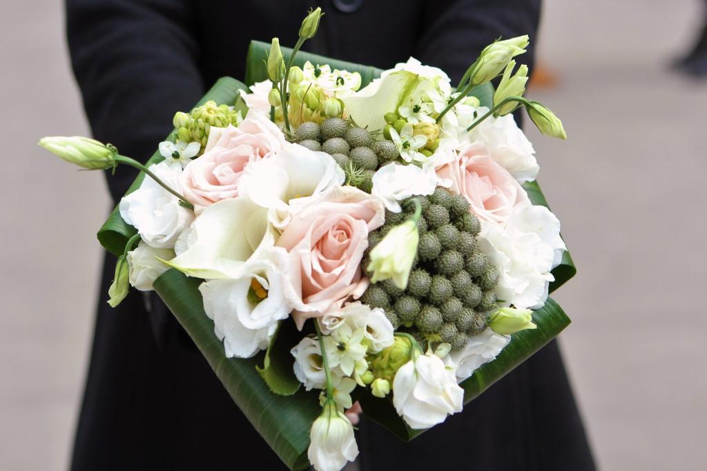 Bouquet de mariage en vert, blanc et rose