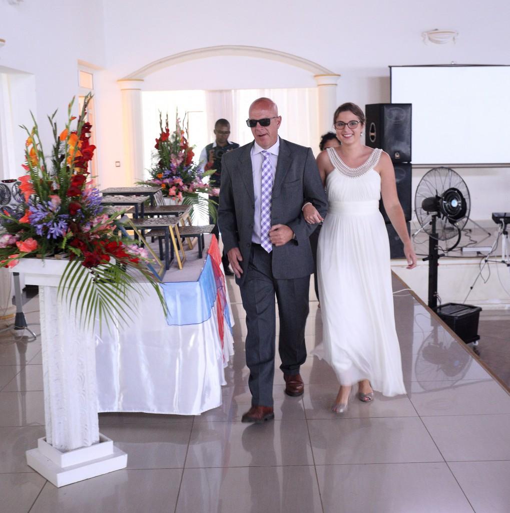 L'arrivée de la mariée au bras de son Papa