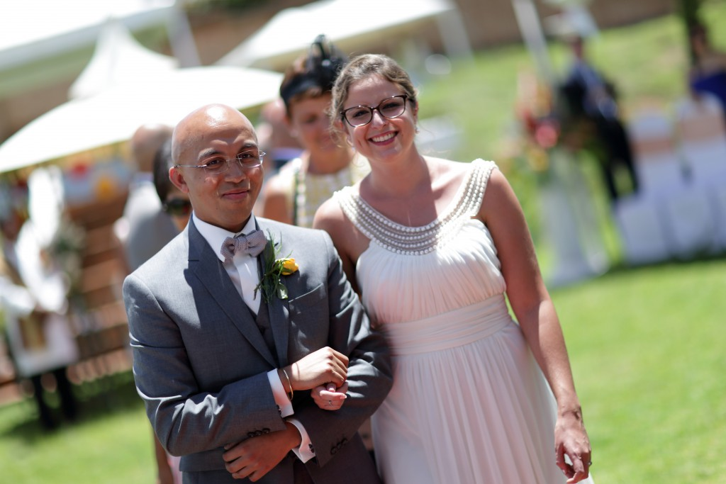 mariés cérémonie dehors
