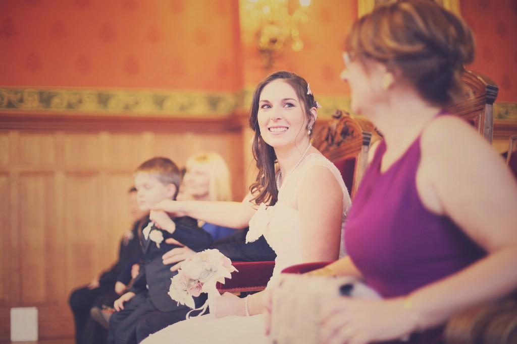 A la mairie // Mon mariage en hiver et en origami : notre cérémonie civile entre rires et émotions