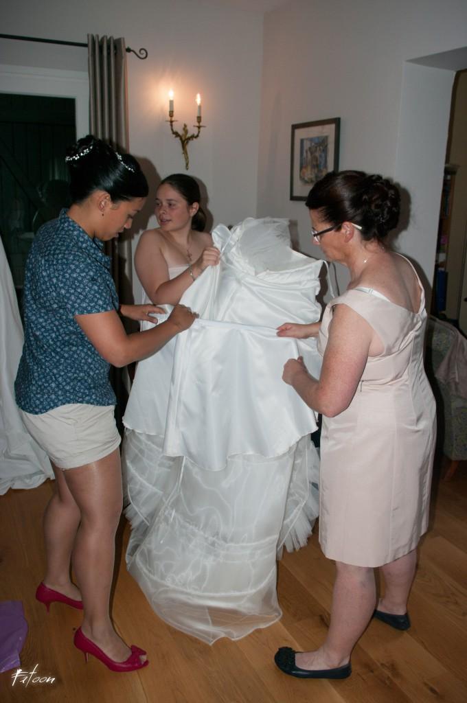 L'enfilage de la robe