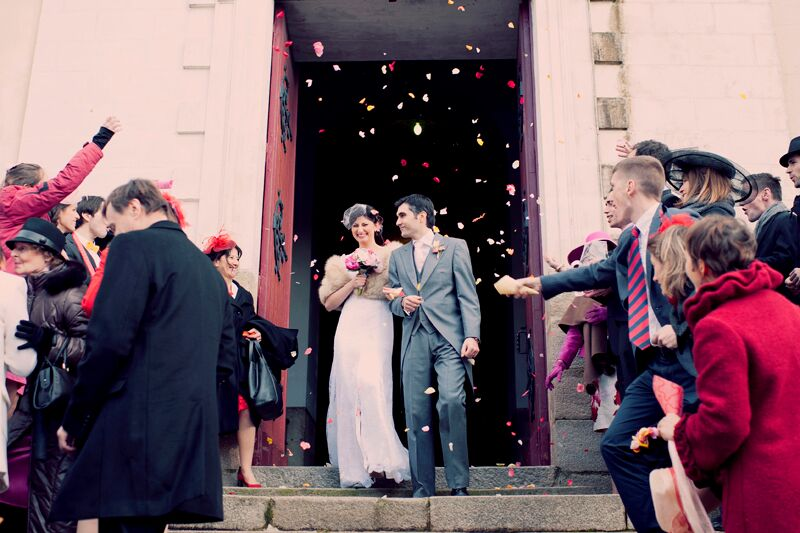 La sortie de l'église sous les confettis // Photo : Joyeuse Photography