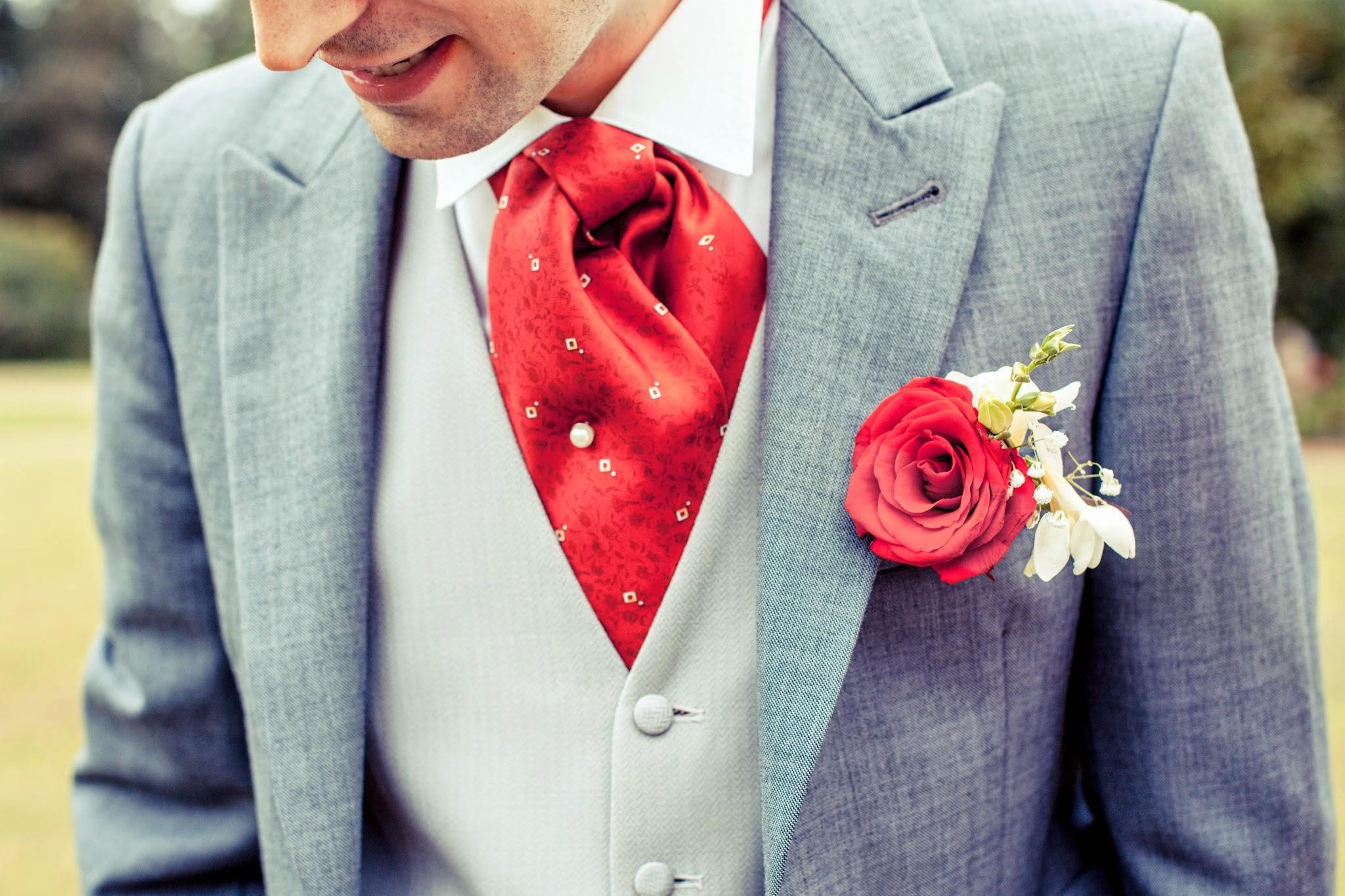 Le mariage passion, avec de belles roses rouges, d'Angélique