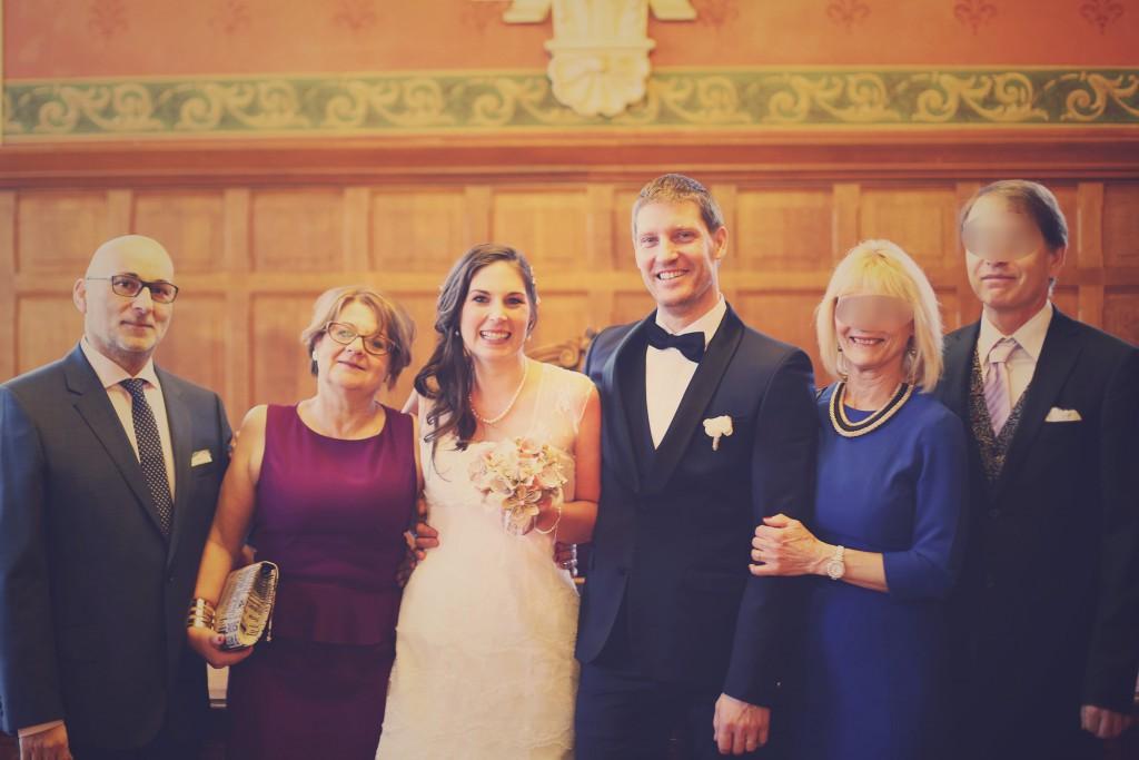 Les mariés et leurs parents, à la fin de la cérémonie civile / photo : BabouchKAtelier