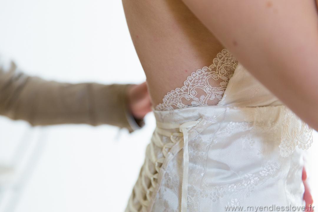 Mon mariage sci-fi, sans chichis et avec plein de DIY : comment enfiler une robe de mariée sans stress ?
