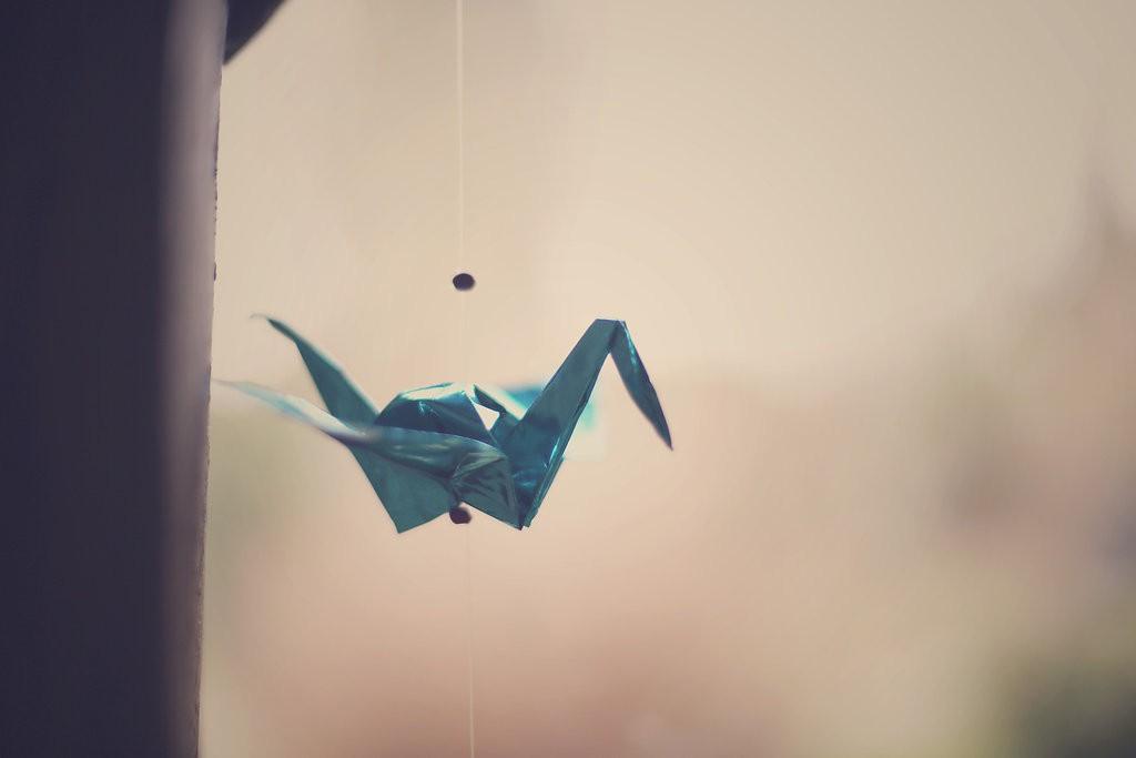 Décoration du lieu avec des grues en origami // Photo : BabouchKAtelier