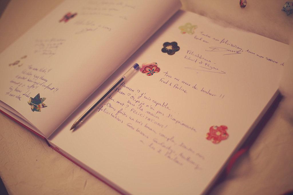 Mon mariage en hiver et en origami : notre arbre à empreintes, notre urne et notre plan de table