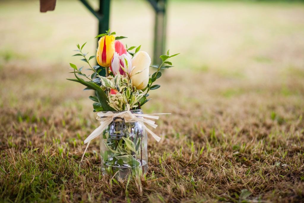Cérémonie laïque et pots de tulipes // Photo : Julia Lorber Photography