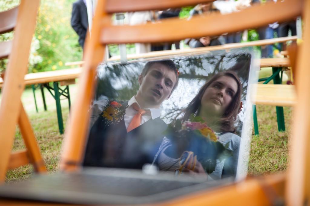 Une connexion Skype pour suivre la cérémonie du mariage // Photo : Julia Lorber Photography