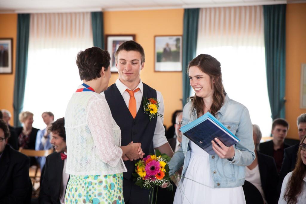 Passage à la mairie pour la cérémonie civile // Photo : Julia Lorber Photography