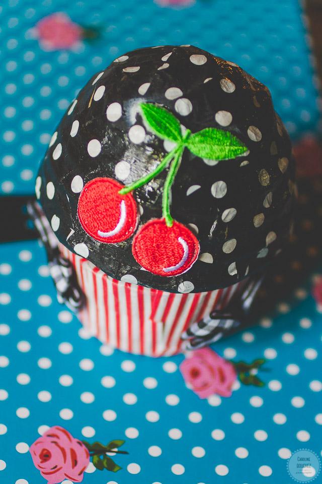 Aperçu de mes DIY réalisés pour le mariage : le porte-alliance en forme de cupcake // Photo : Caroline Bouchez