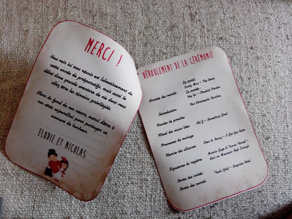 Aperçu de mes DIY réalisés pour le mariage : les livrets de cérémonie, esprit rétro en rouge et noir