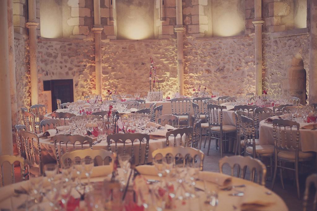 Décoration de la salle et des tables tout en origami // Photo : BabouchKAtelier