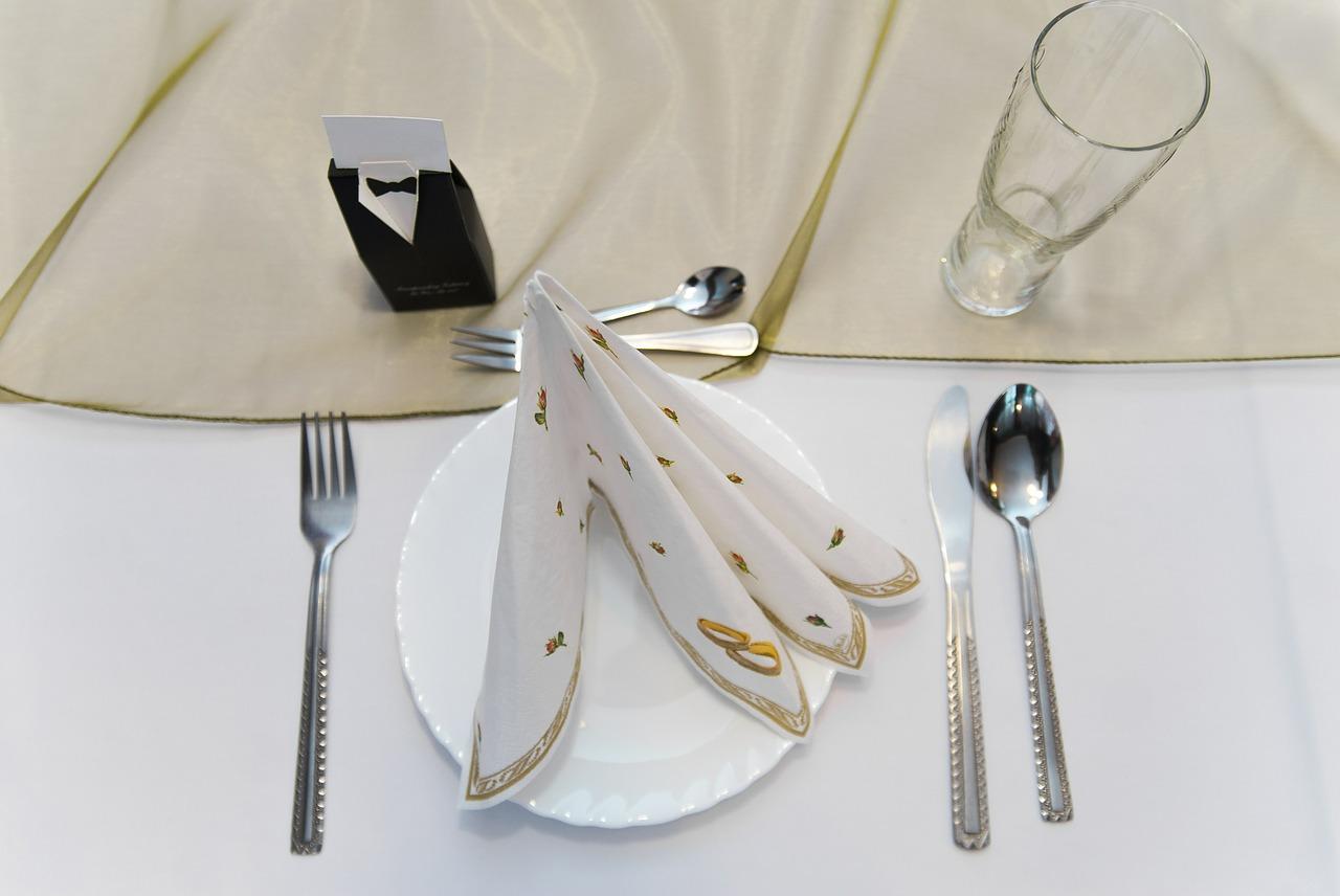 Quelle décoration de table pour mon mariage avec du blanc et du beige ?